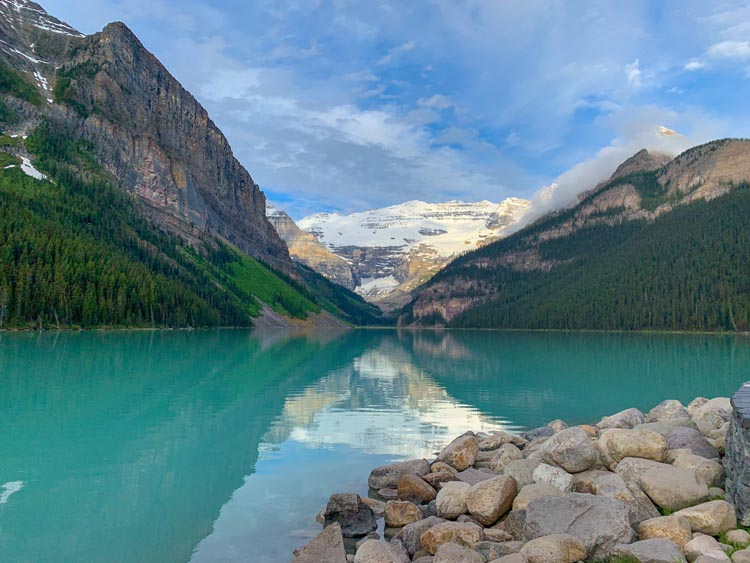 Lake Louise morning view | free of canoes