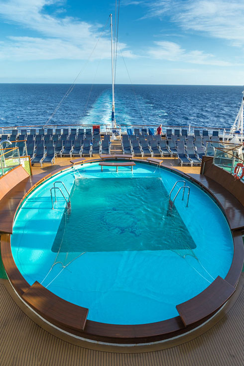 carnival cruise adventures pool
