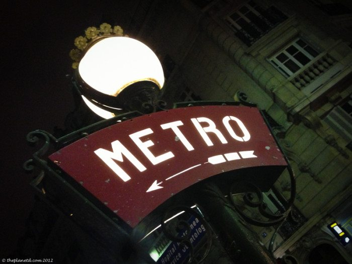 catacombs of paris metro sign