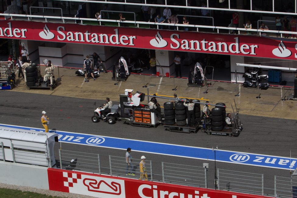 team working in pits of F1 race