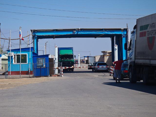 cross a border trucks