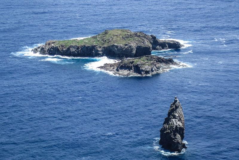 easter island statues ocean