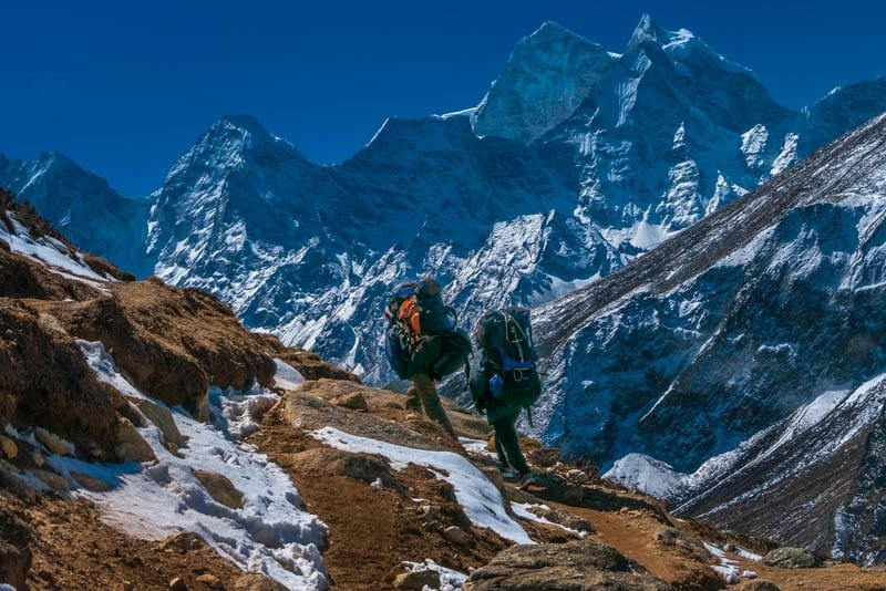 ebc trek climbers with packs