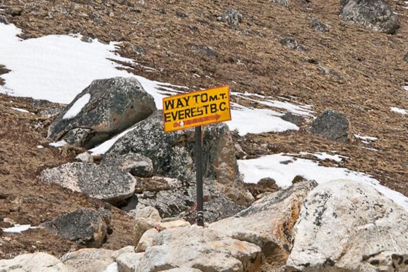 base camp mount everest sign