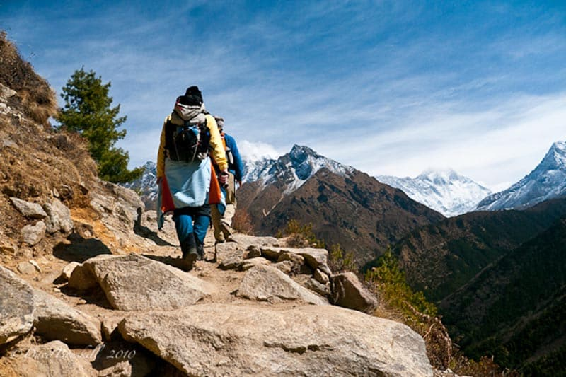 everest trekking mountain trail