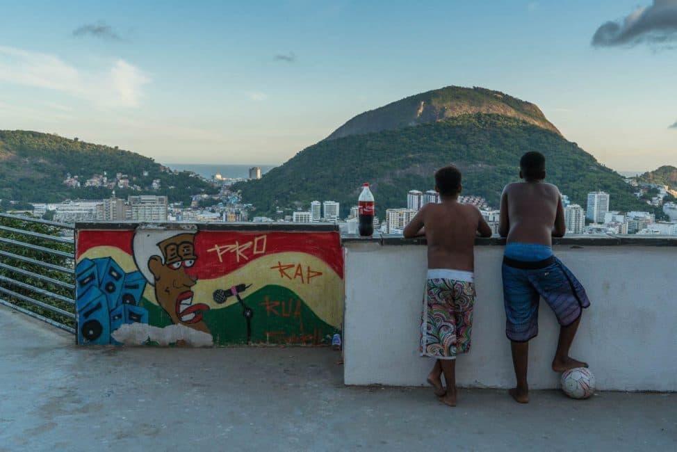 kids in rio favelas