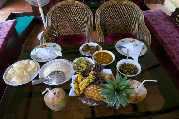 feast served on the houseboat in Kerala