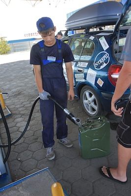 fill up a car gas