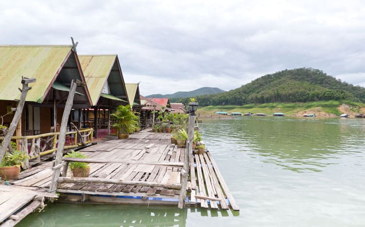 what to do in chiang mai floating houses