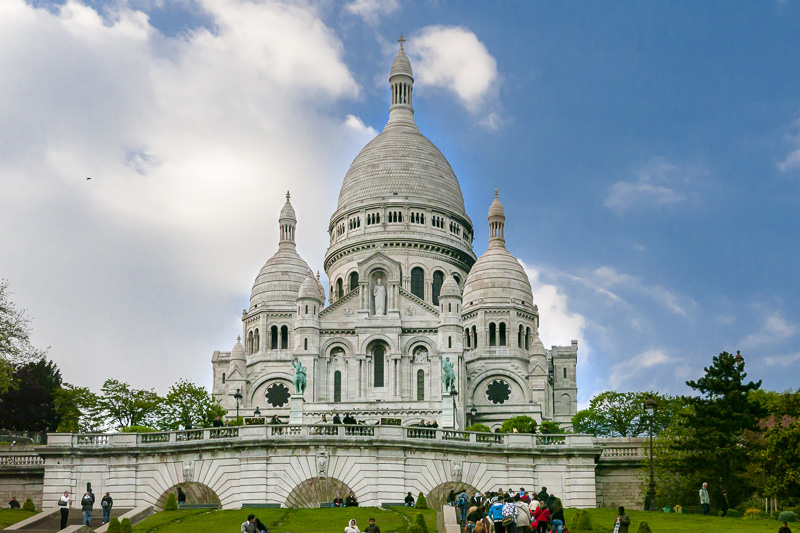 Sacre Coeur offers free views and picnics