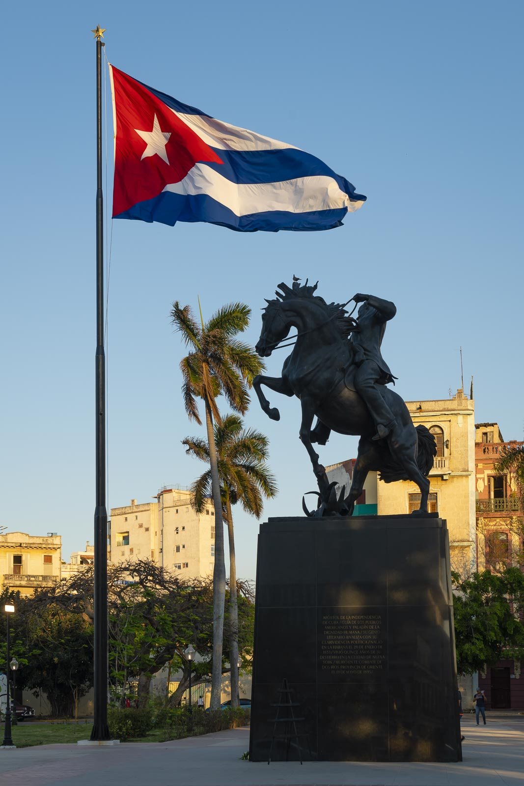 fun cuba facts - cuban flag with statue in square
