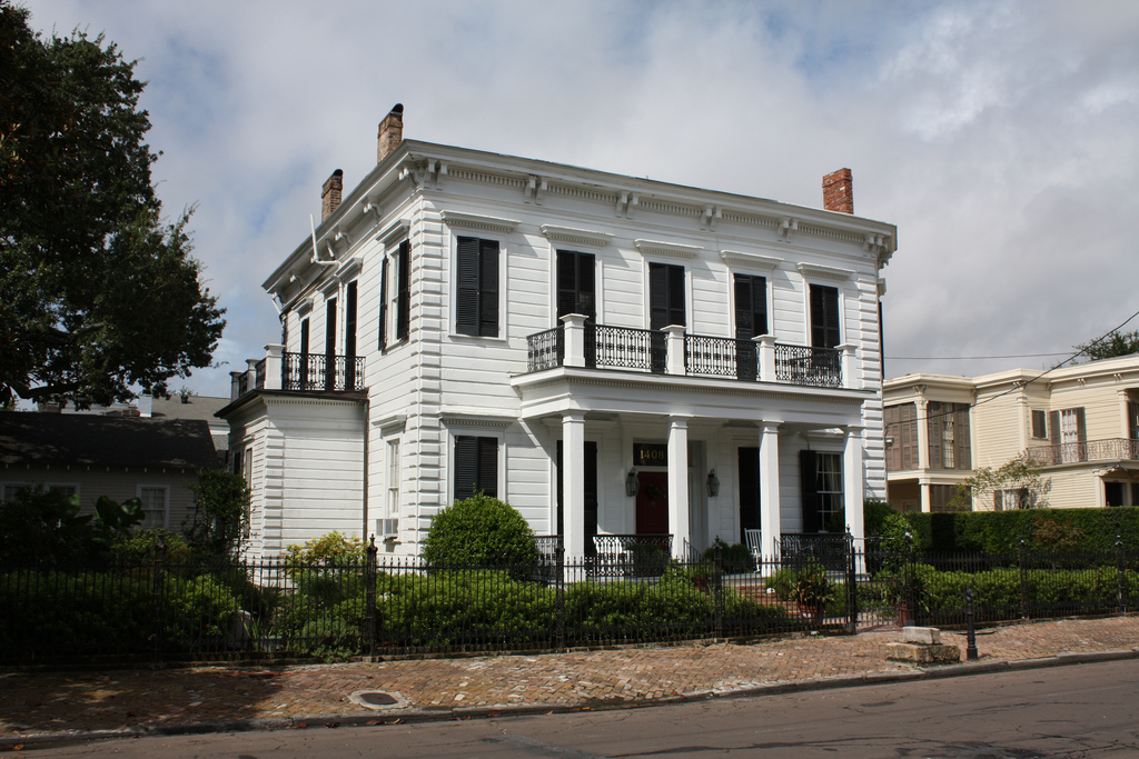 garden district plantation house