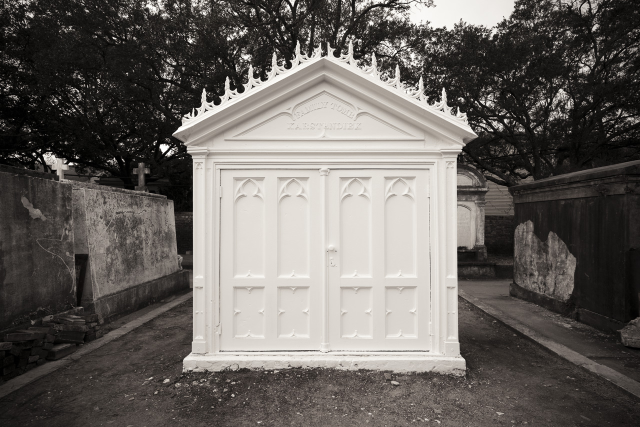 Garden district lestat crypt