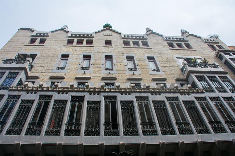 gaudí buildings barcelona guell palace