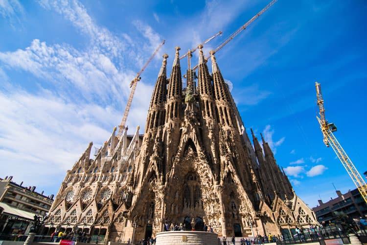 gaudí sagrada familia in barcelona | gaudí barcelona cathedral