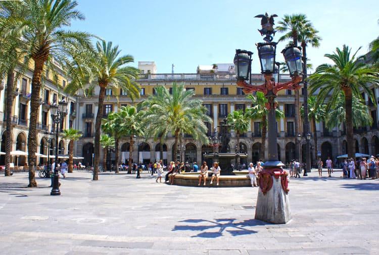 barcelona placa reial gaudi barcelona