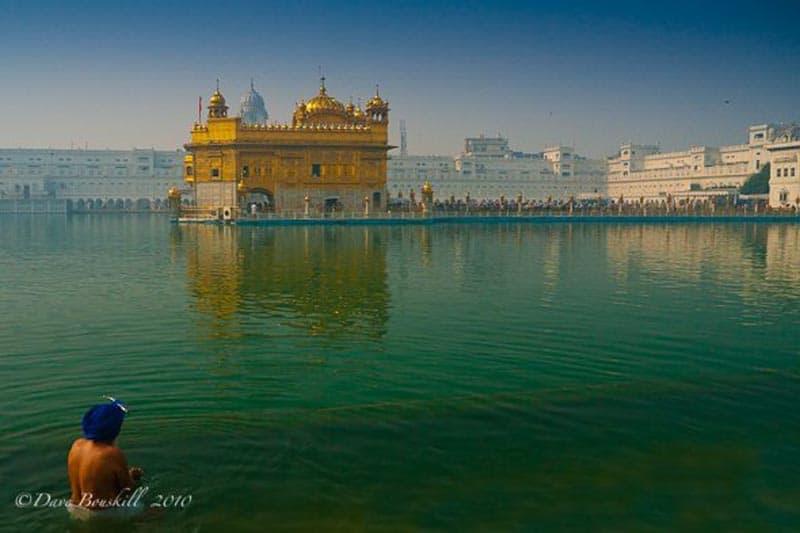 golden templ Sikh bathing