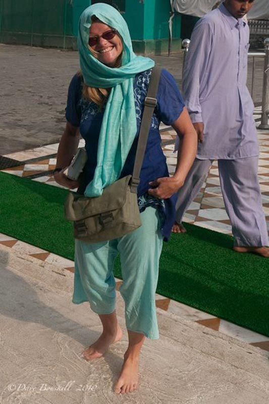 woman at golden temple india