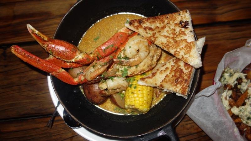 grand cayman restaurant steap pot at Dukes