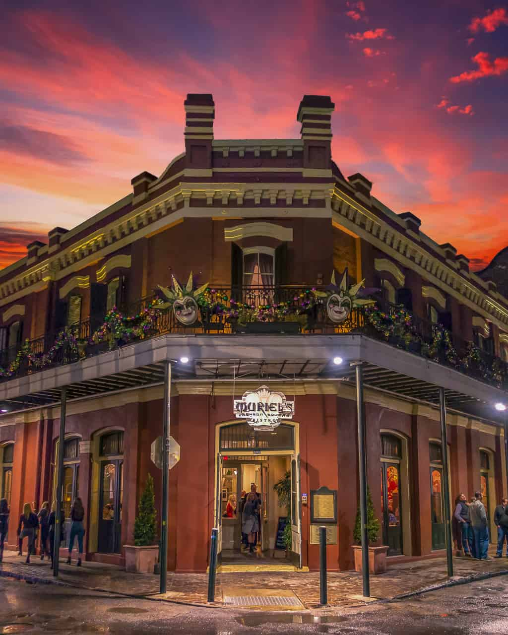 Dine with a Ghost in Haunted New orleans