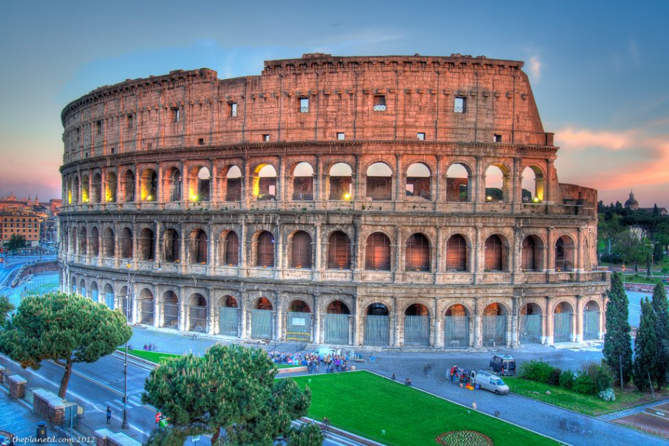 houseTrip-rome-italy-apartment-colosseum