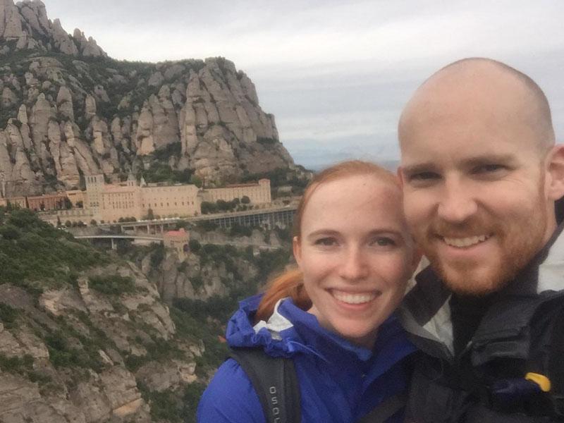 couple travel cheap