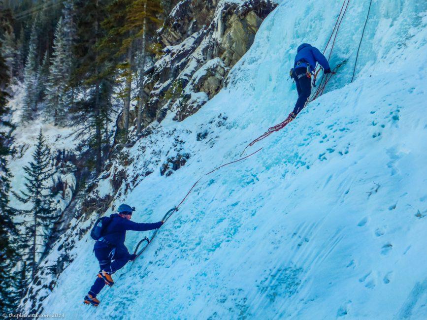 ice-climbing-alberta-4
