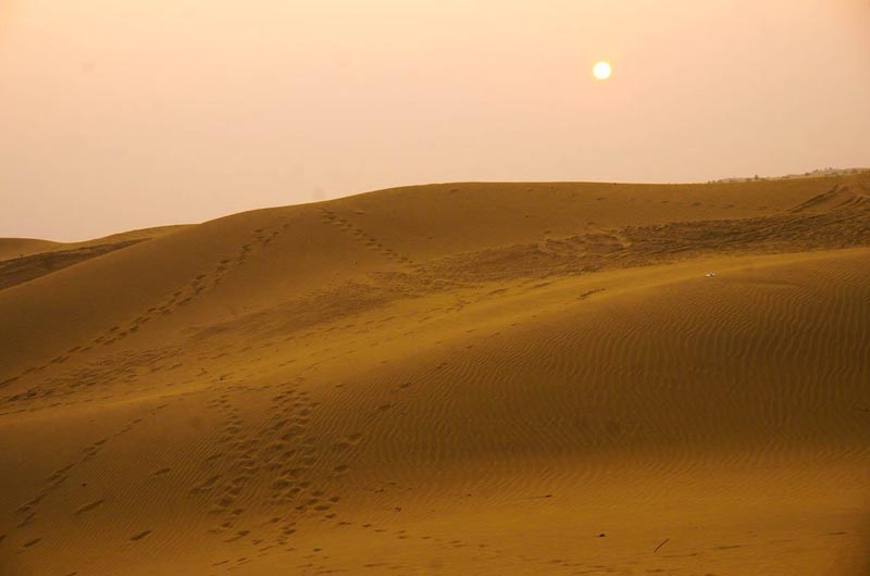 travel to india tips keep it simple desert scene