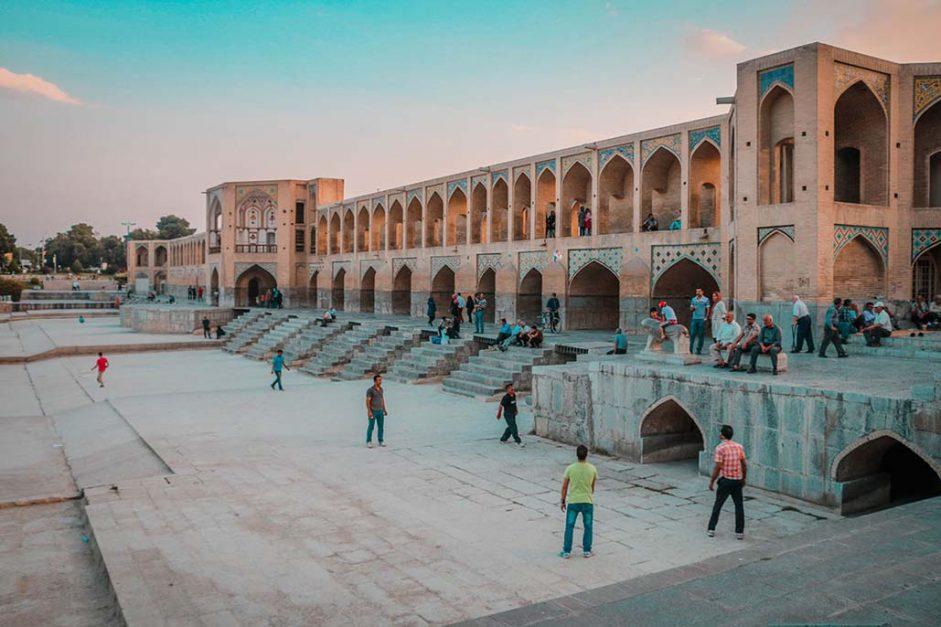 traveling in iran | khajoo bridge esfahan
