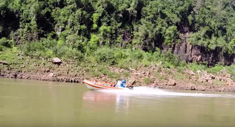 jet boat at iguazu falls