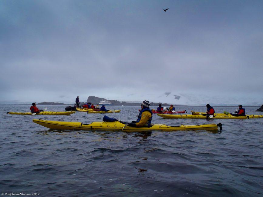 kayakers_in_Antarctica