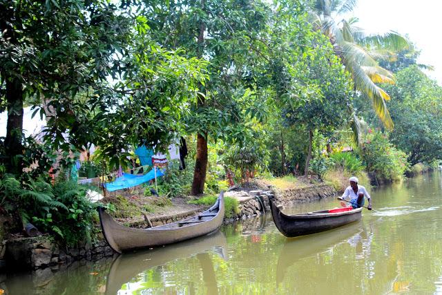 kumarakom houseboat boats