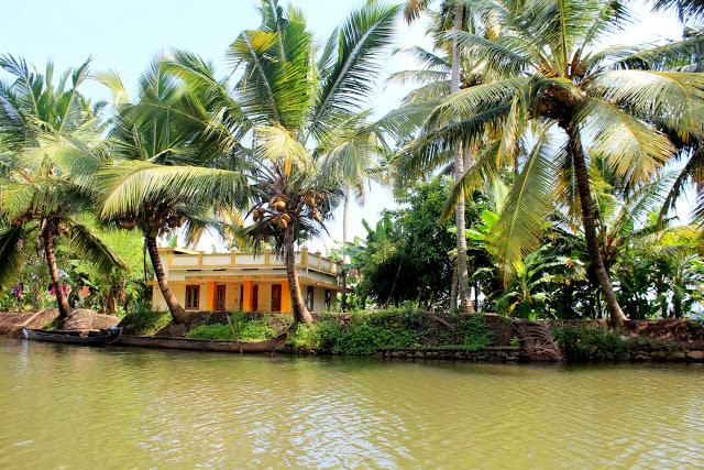 kumarakom houseboat house
