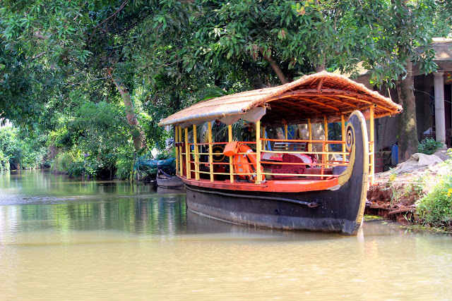 kumarakom houseboat large boat