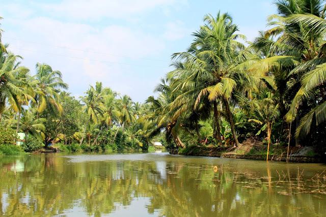 kumarakom houseboat river