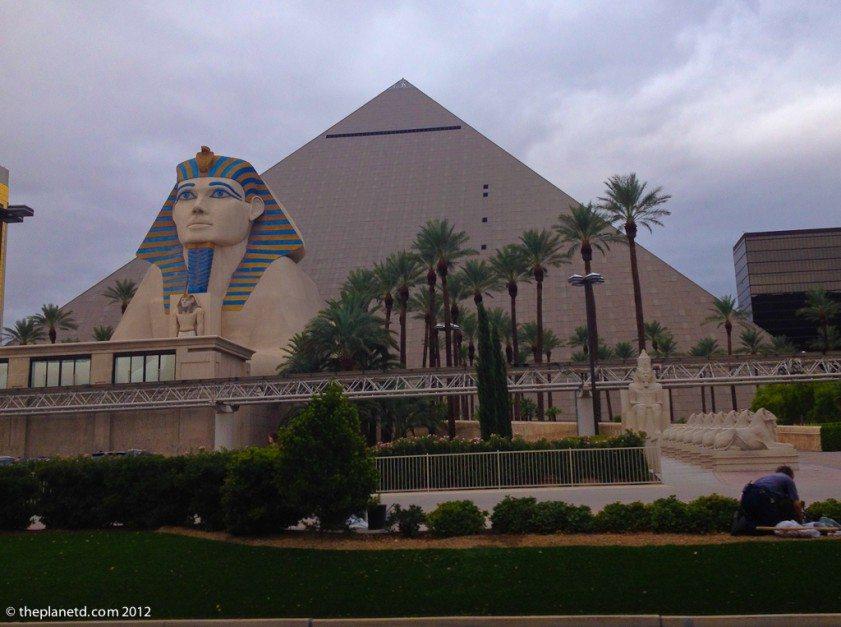 vegas luxor vs the real pyramids