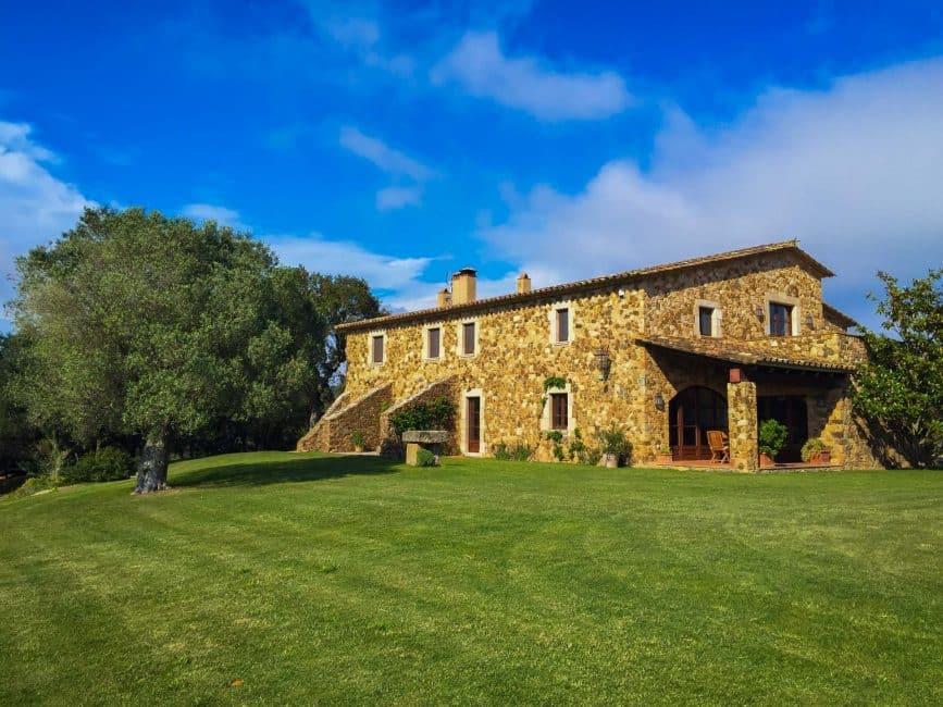 spanish luxury villa outside
