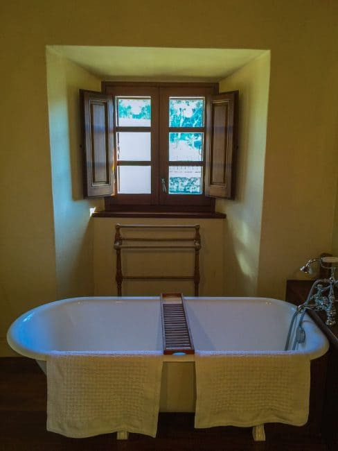 spain villa bathroom