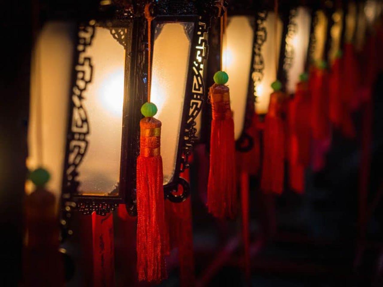 lamps at man mo temple