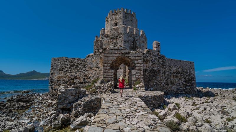 walking to methoni castle