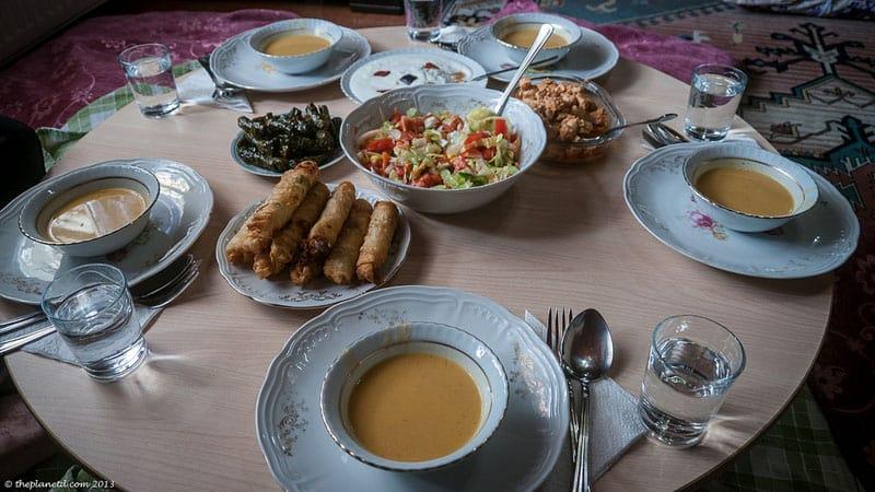middle east etiquette dinner