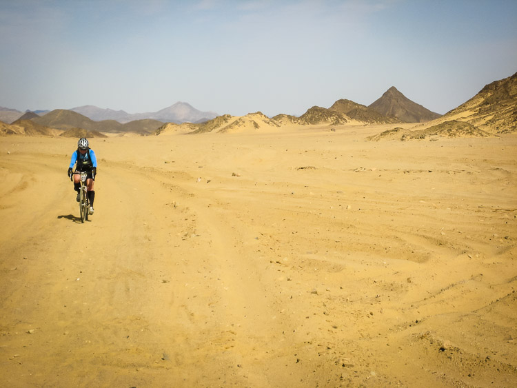 Cycling alone in the Nubian Desert of Sudan
