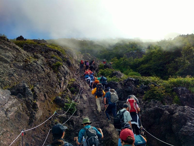 mount fuji trek crowds