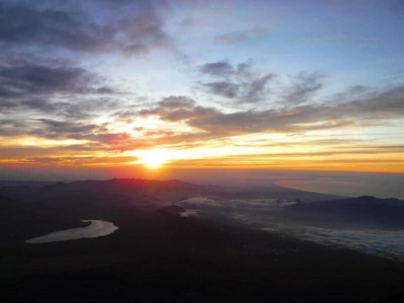 climbing fuji sunrise