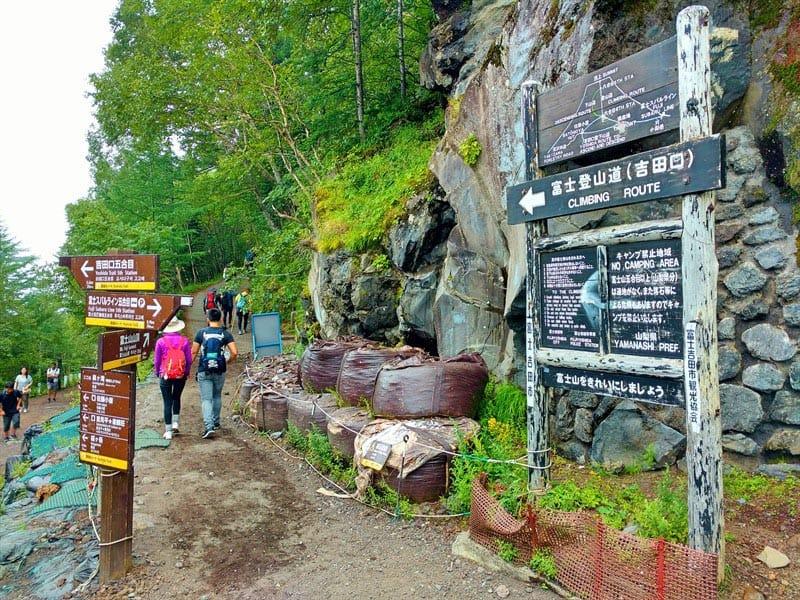 climbing mount fuji yohsida trail