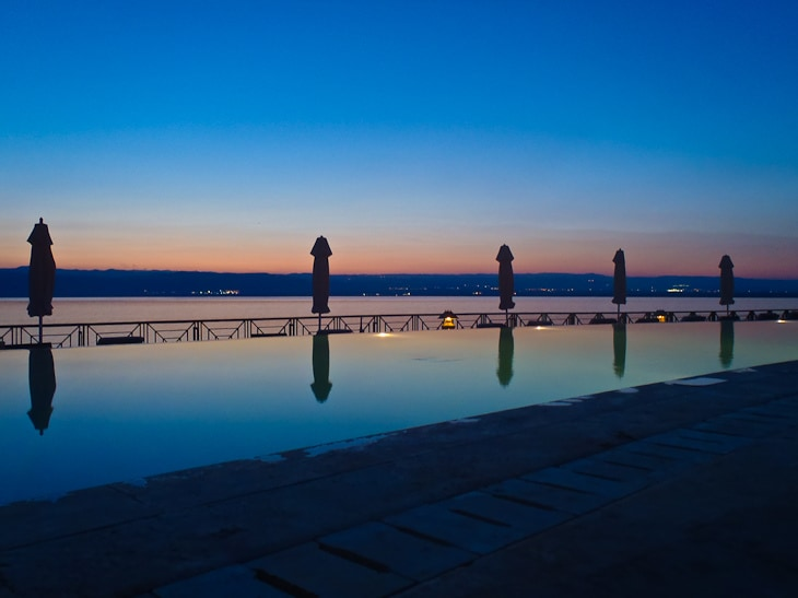 dead sea jordan movenpick pool