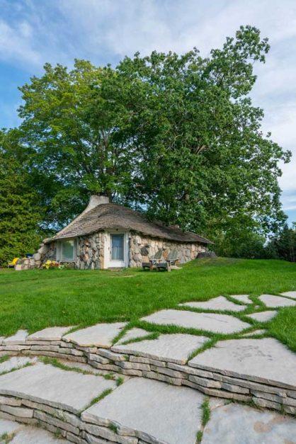 Mushroom Houses Charlevoix #2: Half House