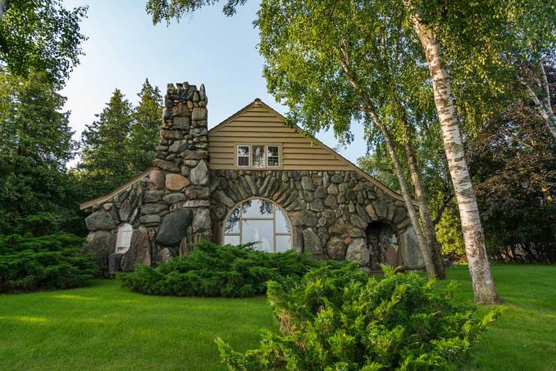 Mushroom Houses Charlevoix #5: Boulder Manor