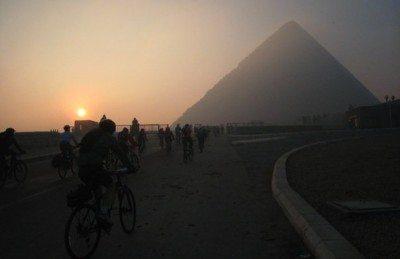 cycling-pyramids-giza