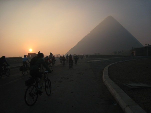cycling-pyramids-giza